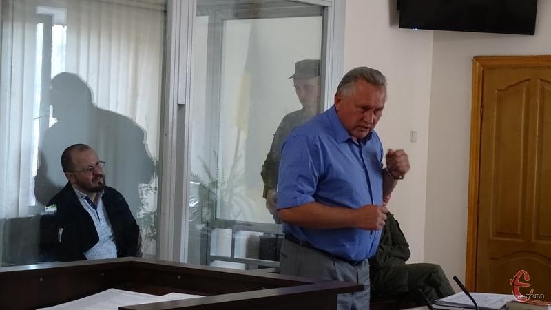 Адвокат Миколаїва просив не зачитувати матеріалів справи у залі суду, оскільки всі сторони процесу з ними ознайомлені