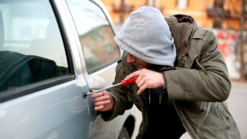 На рахунку 19-річного хлопця 5 крадіжок із автомобілів