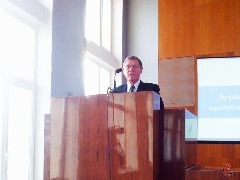 Віктор Ковтун вважає, що довіряти вуличним опитуванням про довіру до судочинства не варто