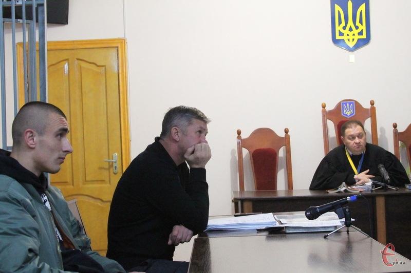 Суд у справі Віктора Бурлика (ліворуч) перенесли, оскільки захворів суддя Трембач (праворуч)