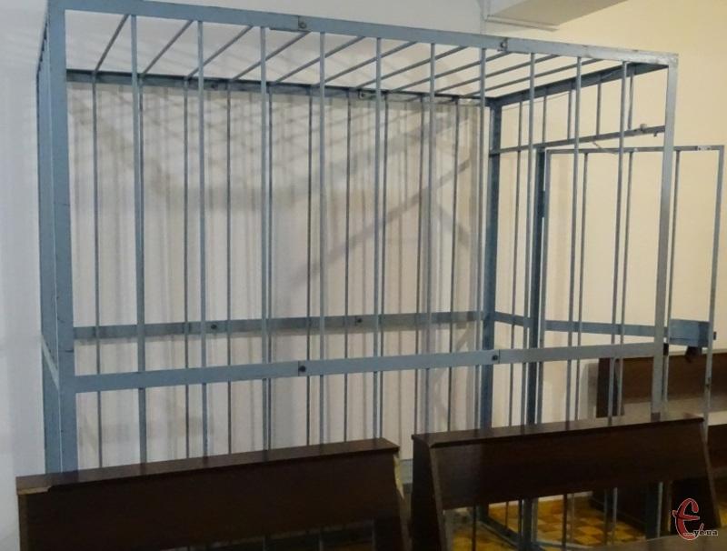 Молодики, які займалися грабежем, сидітимуть за гратами поки суд вирішить їхню долю.