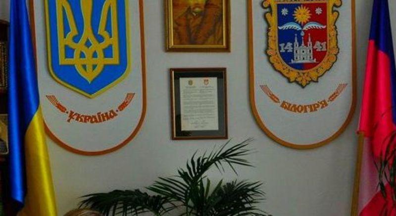 У поліції Хмельницької області факт підтвердили, але коментарі і деталі нададуть згодом.