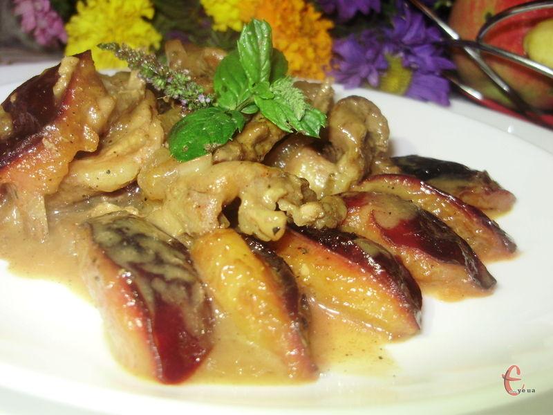 Кисло-солодкий соус ідеально підкреслює смак свинини й робить її м'якенькою та соковитою.