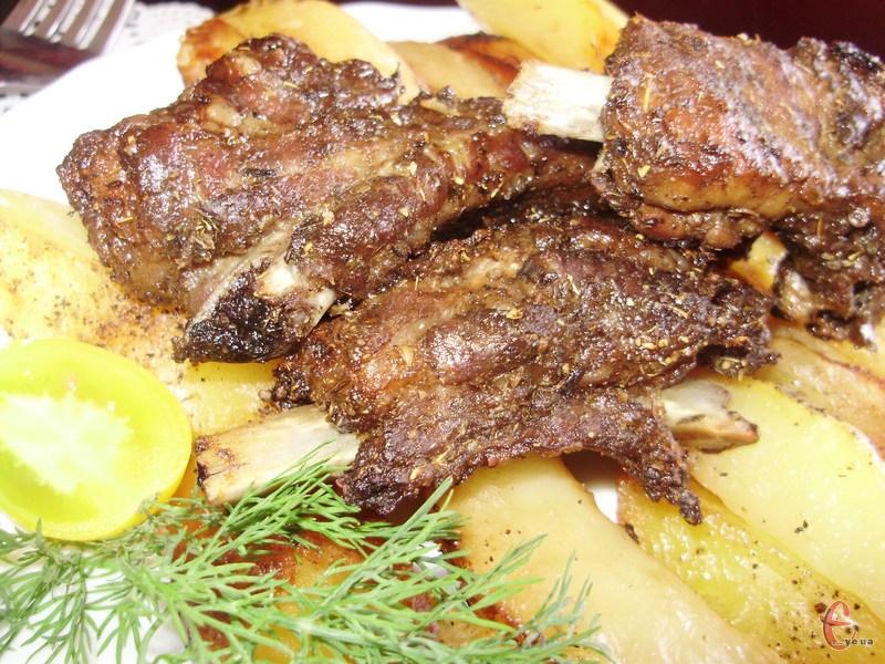 М'ясо ж виходить таким ніжним та м'якеньким, що практично само відстає від кісточки.