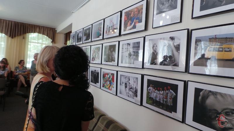 Хмельничан та гостей міста запрошують подивитися в очі героям найщирішої фотовиставки