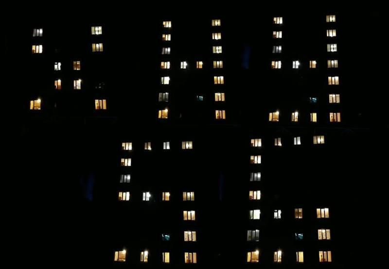 Студенти по-черзі запалювали світло у кімнатах