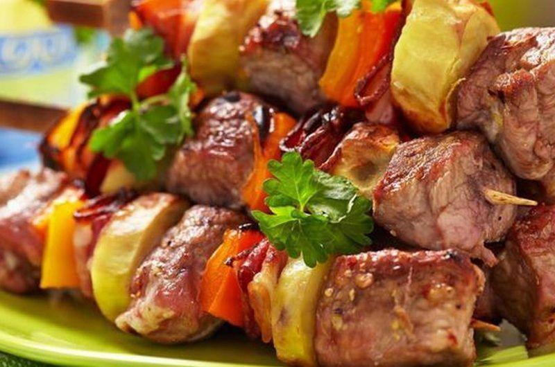 Завдяки цим рецептам у вас вийде соковите, м'яке і ніжне м'ясо, як на мангалі, так і в духовці.