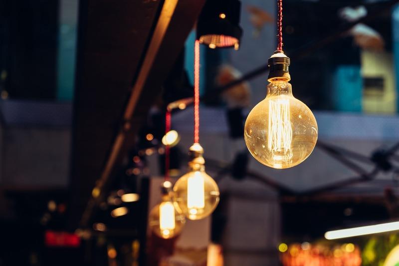 Для більшості побутових споживачів вартість кіловата електроенергії знизиться на 24 копійки