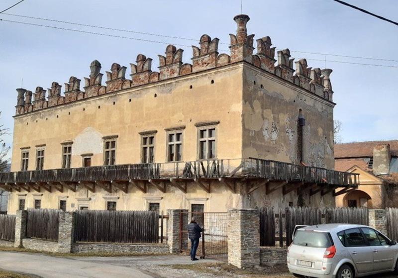 Таємниць, які пов'язують палац в Меджибожі та замок в Словаччині, кажуть науковці, поки ще дуже багато