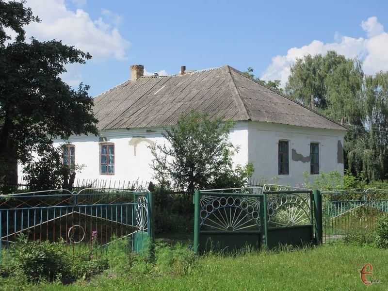 Більше сотні років тому у цій хатині мешкала дружина Миколи Леонтовича - Клавдія