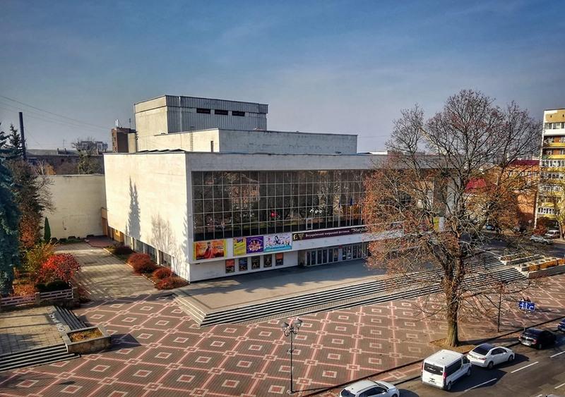Обласний театр траслює вистави з архівів в Ютубі