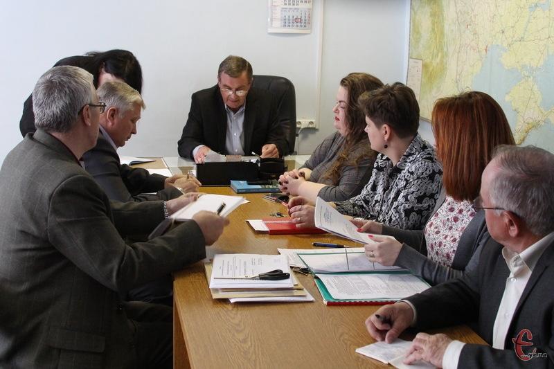 Комісія з проведення конкурсних торгів тепер має щонайбільше 20 робочих днів аби визначити, яка фірма виграла в тендері на ямковий ремонт доріг