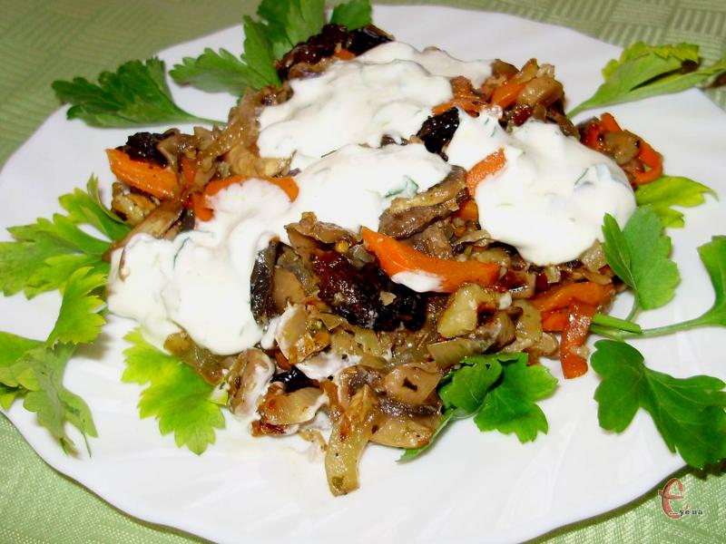 Смак салату  досить цікавий та збалансований, але головний плюс — готується він без майонезу!