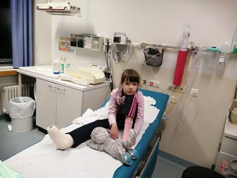 Дівчинці з Волочиська потрібні кошти на дороге лікування в Німеччині