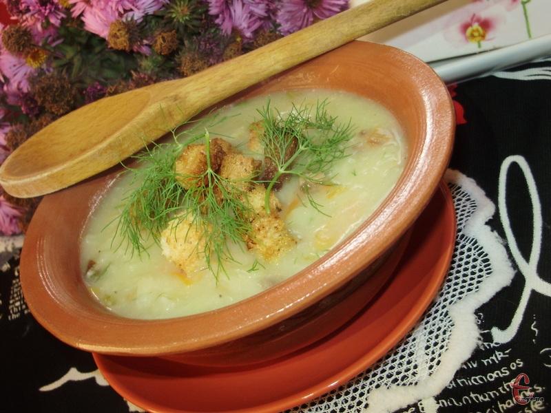 В оригінальному рецепті в кожну тарілку слід щедро покласти обсмажену грудинку. Можна також посипати сухариками.