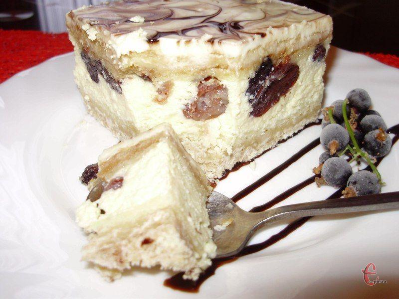 Смаколик за консистенцією та смаком дуже нагадує ніжнійший сирник або ж чізкейк. А за зовнішнім виглядом не поступається багатьом тортам!
