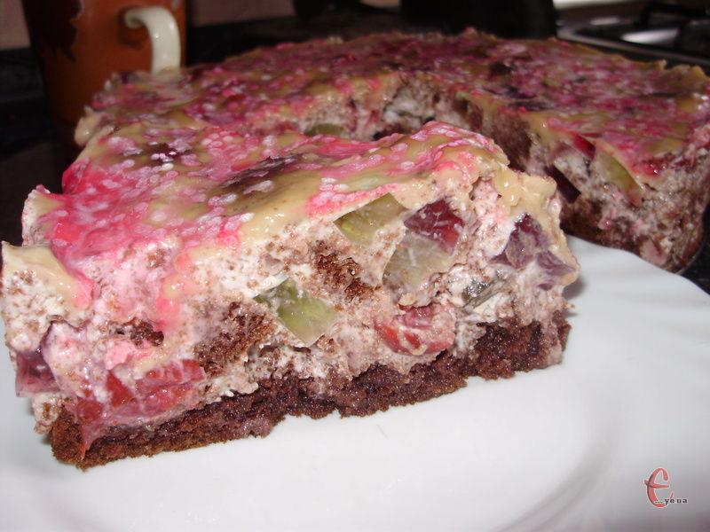 Мега-шоколадний бісквіт, кольорове желе й ніжне вершкове крем-суфле!