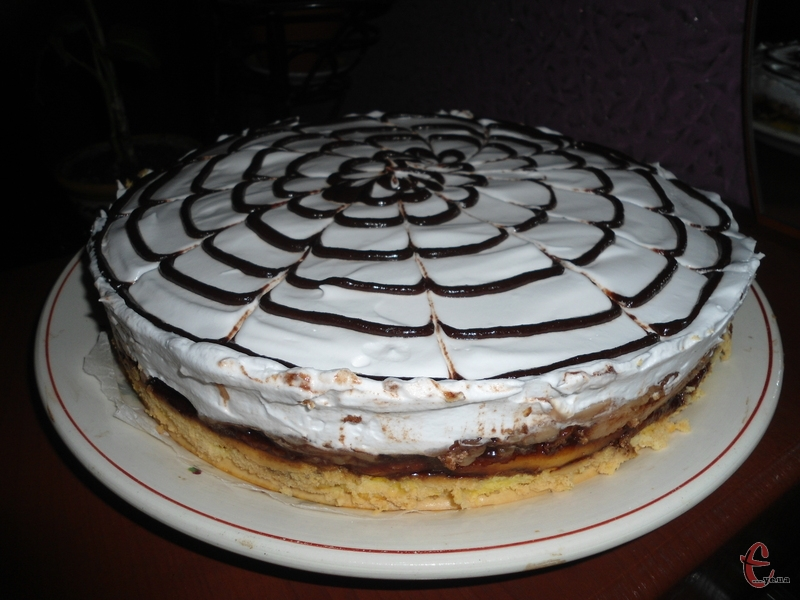 Для всіх любителів еклерів — торт зі смаком улюбленого тістечка.