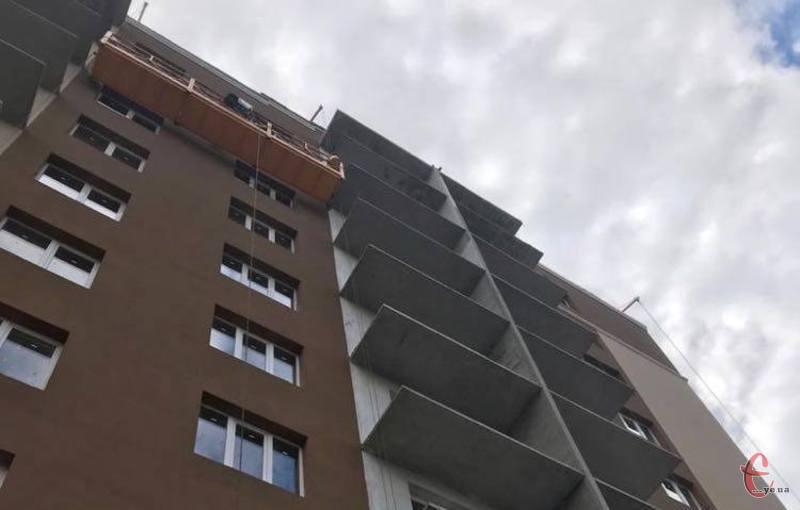 Будівельник випав з восьмого поверху