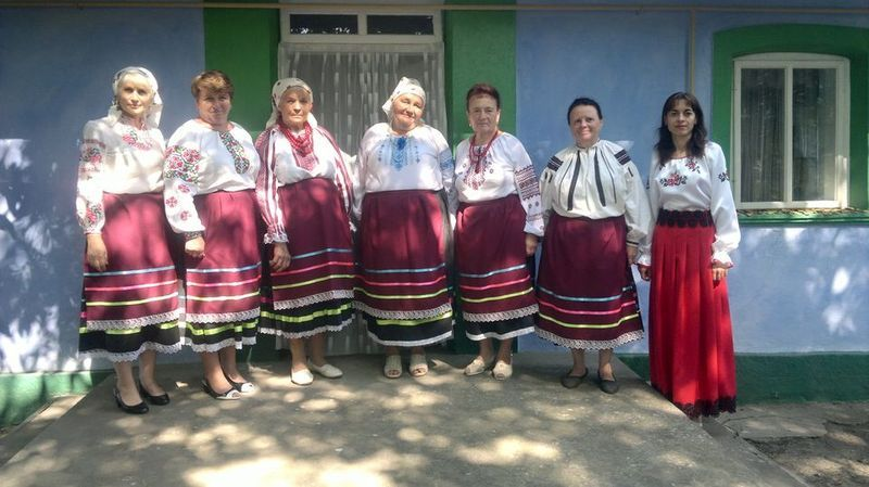 До свого репертуару колектив зібрав співанки з усієї околиці й виконує їх виключно так, як співали колись бабусі-прабабусі