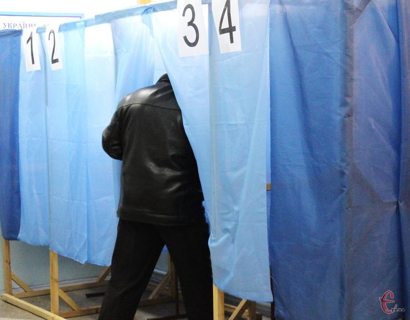 Вибори голів районих рад на Хмельниччині відбувалися шляхом таємного голосування