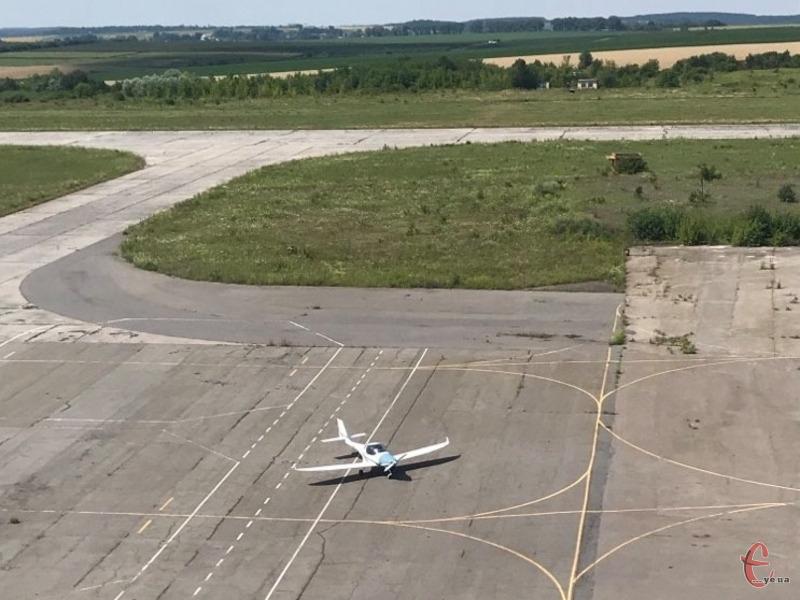 Цього року на аеропорт Хмельницький з бюджетів міста і області планується 11 мільйонів гривень