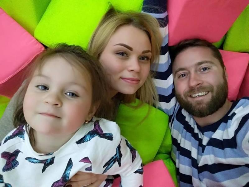 Подружжя з Хмельниччини просить врятувати життя трирічної донечки