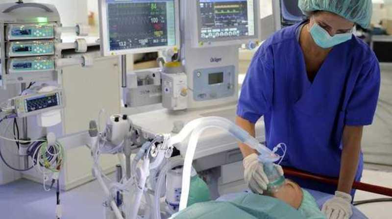 На сьогоднішній день до апаратів штучної вентиляції легень під'єднані троє пацієнтів