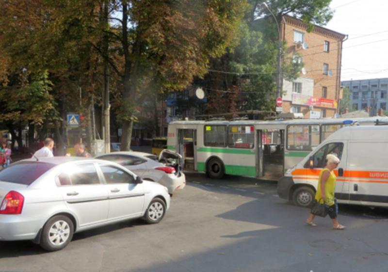 На Кам'янецькій ДТП за участю тролейбуса