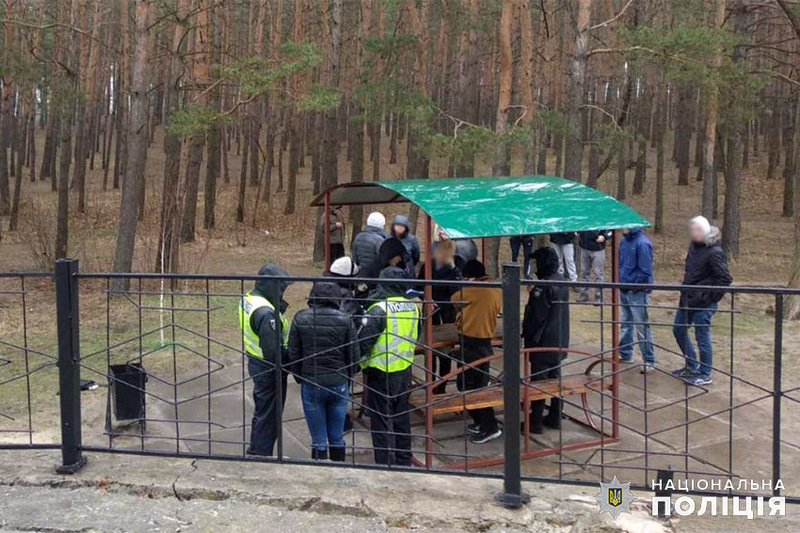 У Нетішині на Хмельниччині троє молодих людей допомогли поліцейським затримати «закладчика» наркотиків