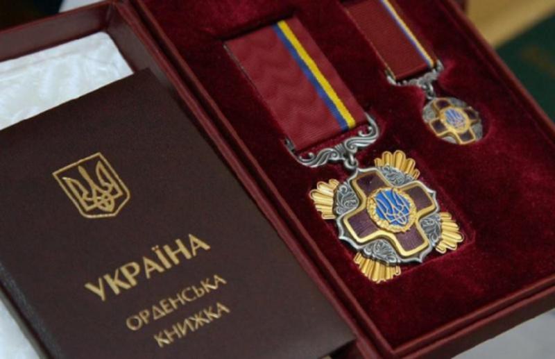 Українці отримали державні нагороди України з нагоди Дня Конституції України
