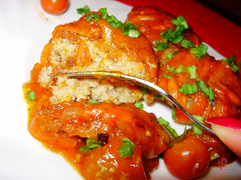 Тюфтельки виходять дуже соковитими та ніжними за рахунок домашнього сиру.