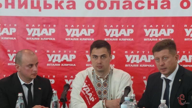 Головним індикатором боротьби з корупцією має бути кількість людей, яких за це посадили», - переконаний Єгор Фірсов (на фото по центру).