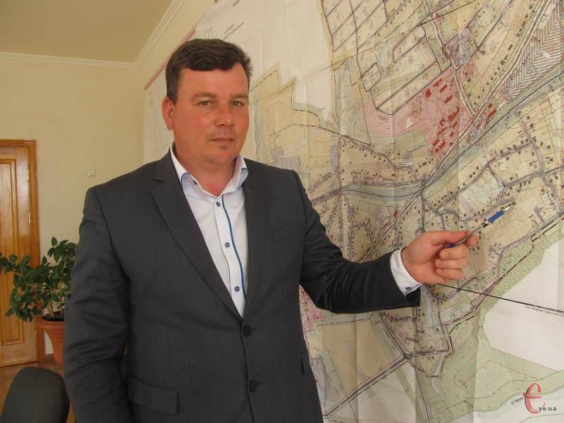 Затвердження нового генплану дає людям змогу отримувати ділянки чи змінювати їхнє цільове призначення, - каже Анатолій Іванович
