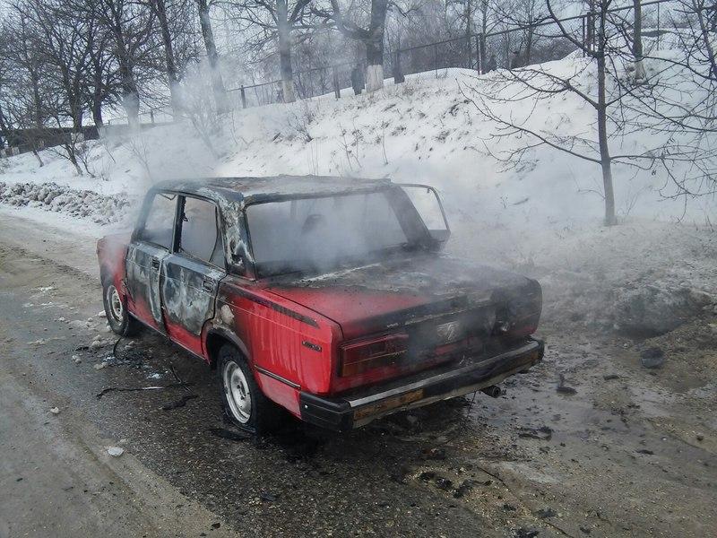 Автомобіль загорівся на дорозі