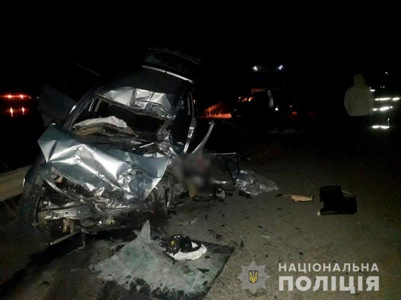 Внаслідок зіткнення з вантажівкою на Сокирянщині загинув водій мінівена