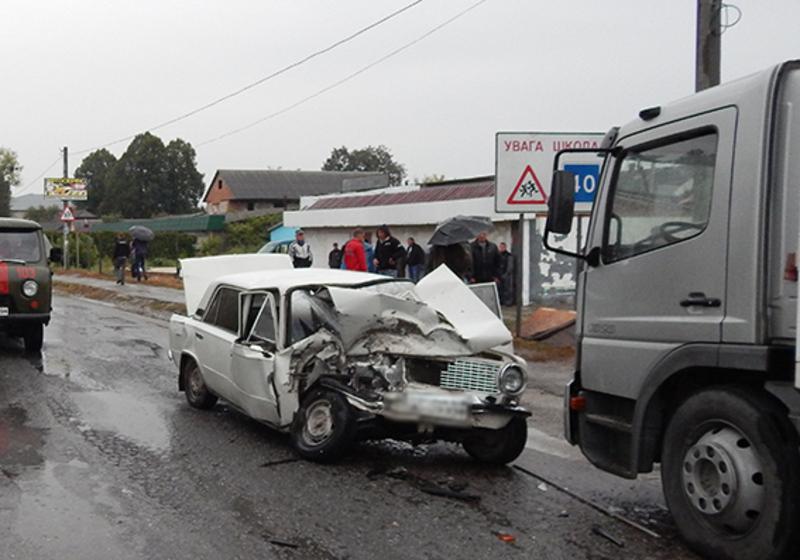 Внаслідок ДТП водій автомобіля «ВАЗ 2101» загинув на місці події