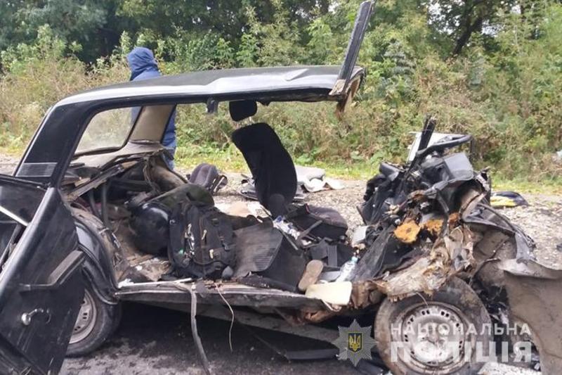 Водій ВАЗу та його двоє пасажирів загинули на місці події
