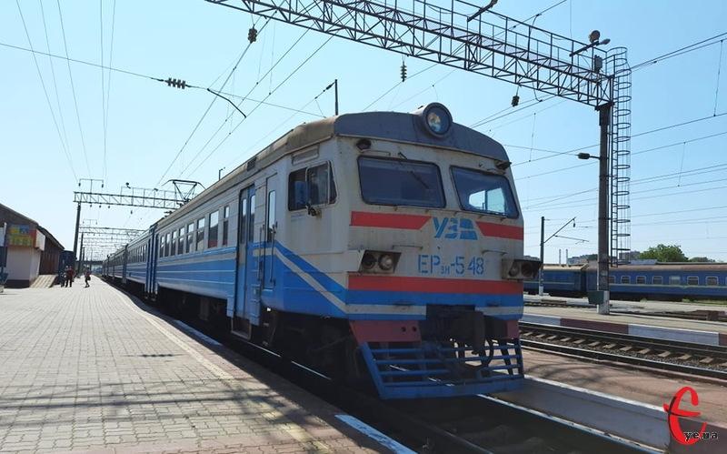 Поки що додаткових приміських потягів через Хмельницький у Південно-Західній залізниці не призначали