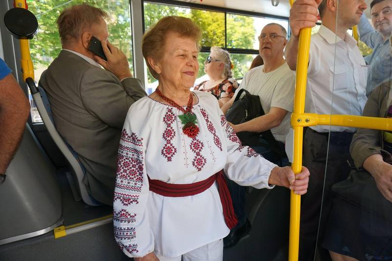Одягнені у вишиванку можуть за проїзд не платити
