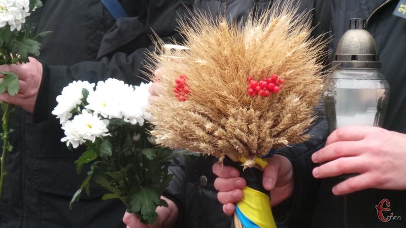 Хмельничани вшанують пам'ять жертв голодоморів