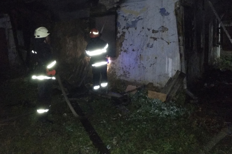 Завдяки оперативності пожежників від вогню врятовано поруч розташований будинок
