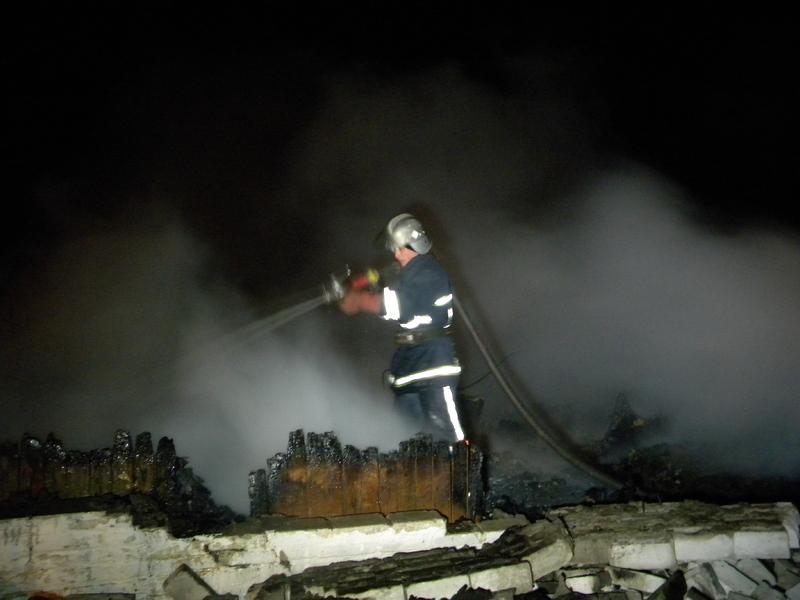Через сильну задимленість вогнеборцям довелося працювати в апаратах захисту органів дихання