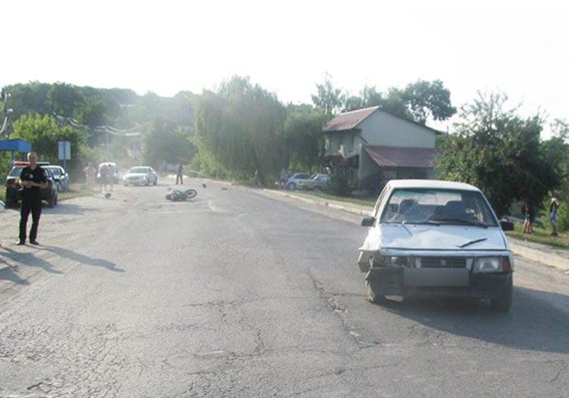 На Хмельниччині «ВАЗ» зіткнувся із мотоциклом