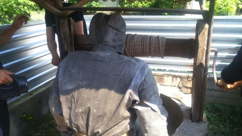 Рятувальники дістали тіло чоловіка з криниці