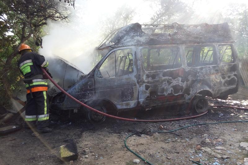 Вогнеборці ліквідували пожежу пасажирського мікроавтобуса