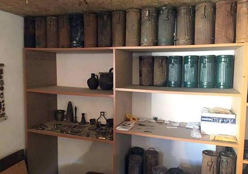 Батько з сином облаштували у себе вдома міні-музей часів Другої світової війни