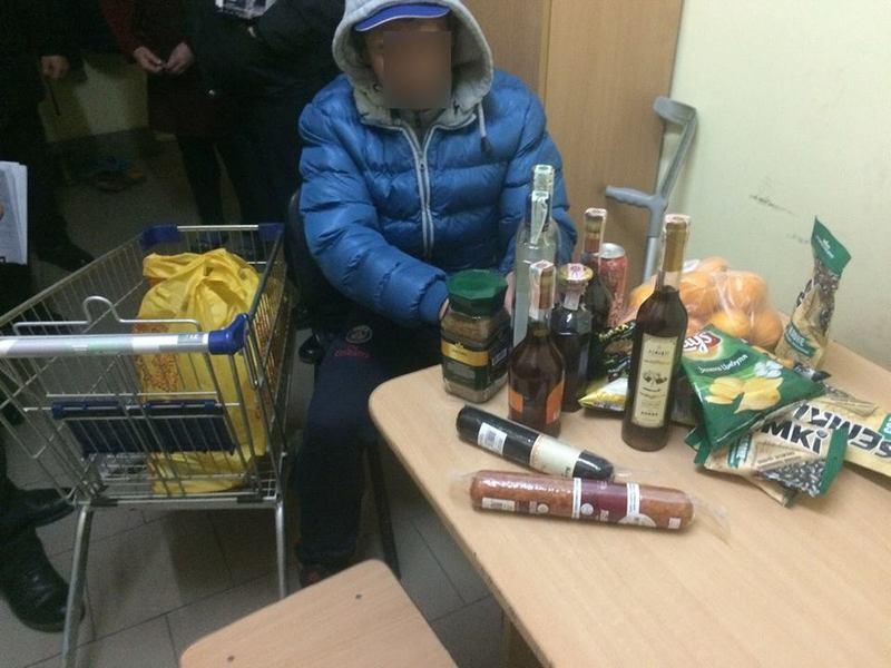 40-річний чоловік впродовж тижня скоїв ряд крадіжок.
