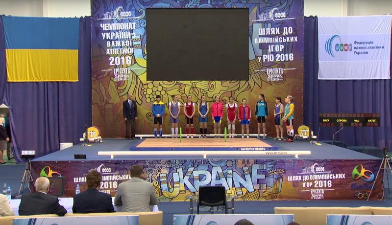 Першими за нагороди та ліцензію на Олімпіаду на поміст вийшли жінки, які виступають у ваговій категорії до 48 кілограмів