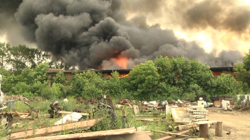 Вогнеборці ліквідували пожежу складської будівлі з відходами текстильного виробництва